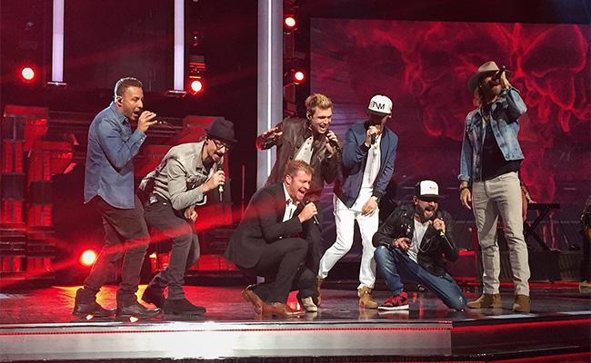 ¡Backstreet Boys se roban el show en premios de música country!