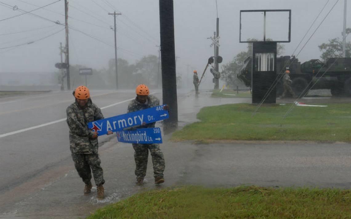 Cierran aeropuertos de Houston a causa de Harvey