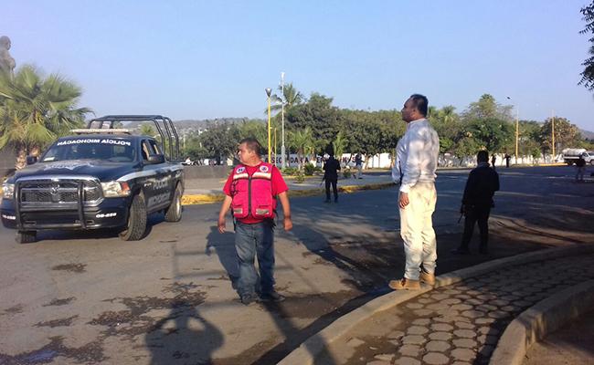 Emboscada a policía deja un lesionado y un civil muerto