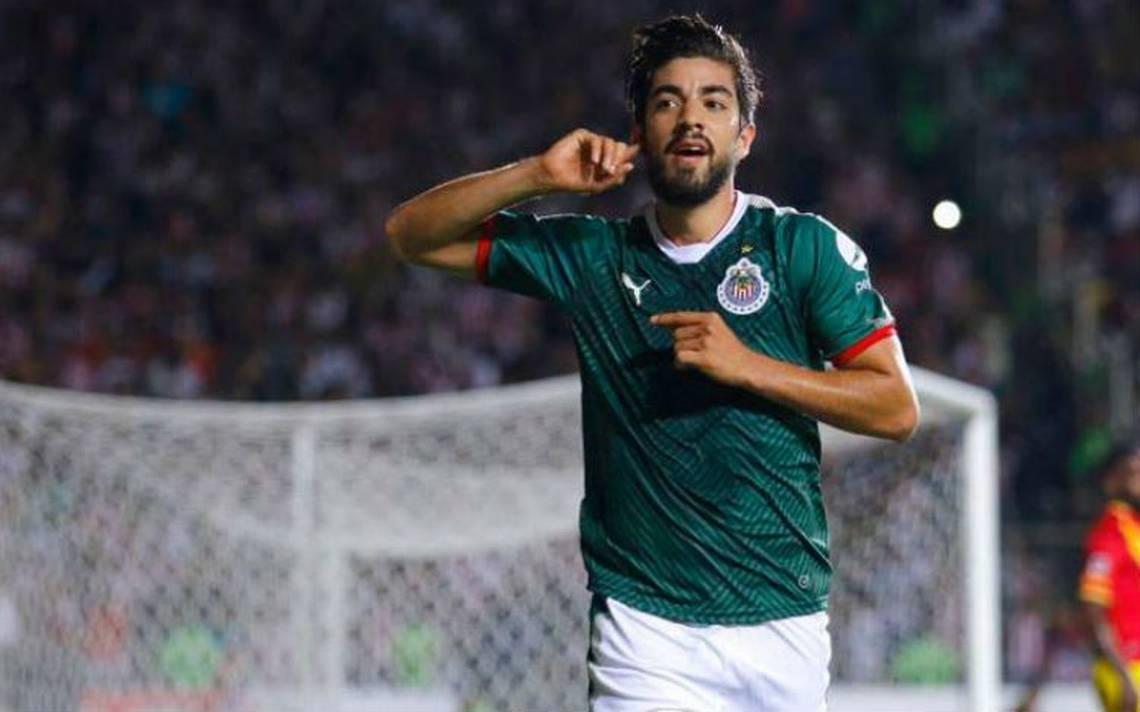 Con doblete de Pizarro, Chivas vence a Monarcas y mantiene esperanzas de liguilla