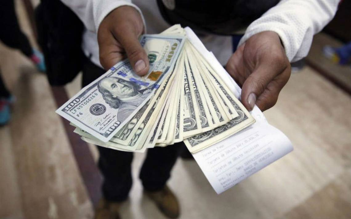 Peso se hunde por reforma fiscal de EU; dólar alcanza los 20 pesos en bancos