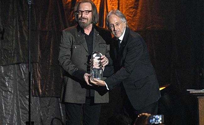 Previo a los Grammy,  Tom Petty recibe Premio Persona del Año