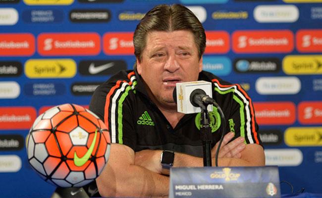 """""""Piojo"""" Herrera no duda que Osorio llegará al Mundial de 2018"""