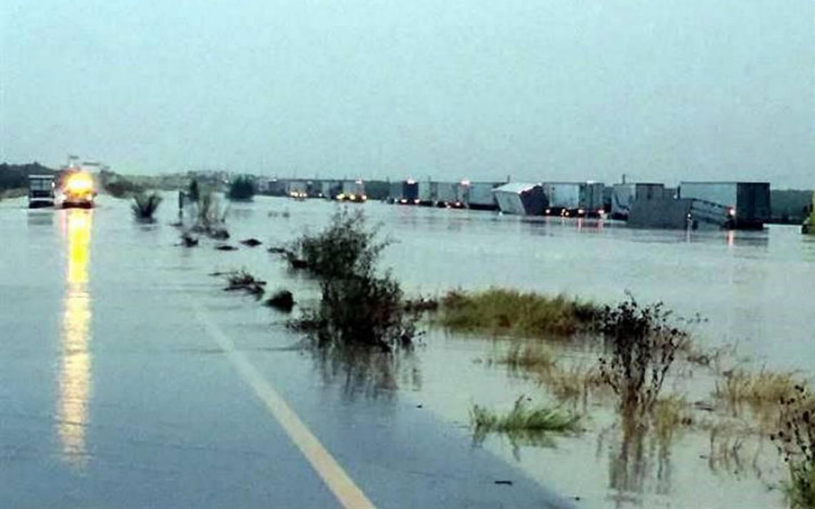 Cierran carretera Monterrey-Nuevo Laredo por inundación