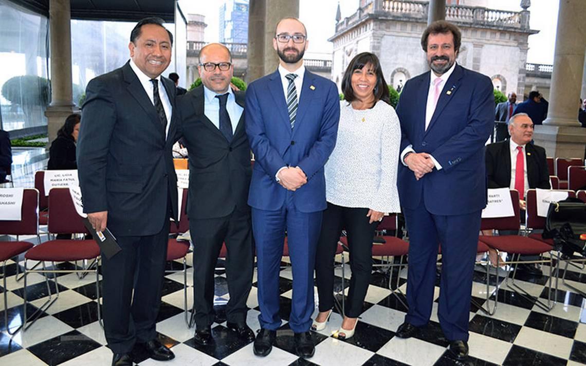 Conmemoran los 55 años de ABC Radio en el Alcázar del Castillo de Chapultepec