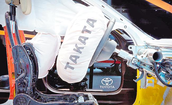 Toyota añade 543 mil vehículos a la llamada a revisión de airbag de Takata