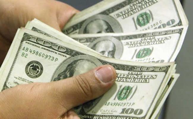 Dólar sube 21 centavos, se vende hasta en 18.76 pesos en bancos capitalinos