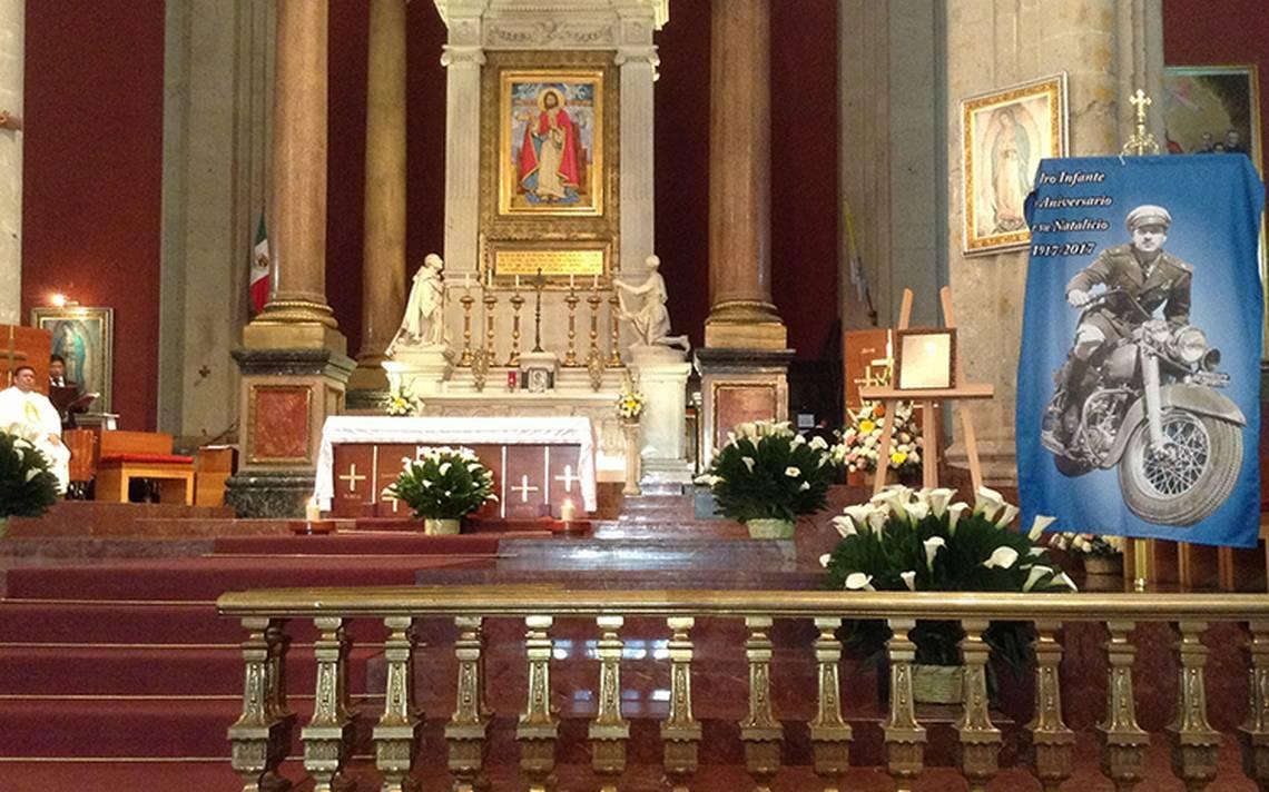 Recuerdan a Pedro Infante con una misa en la antigua Basílica