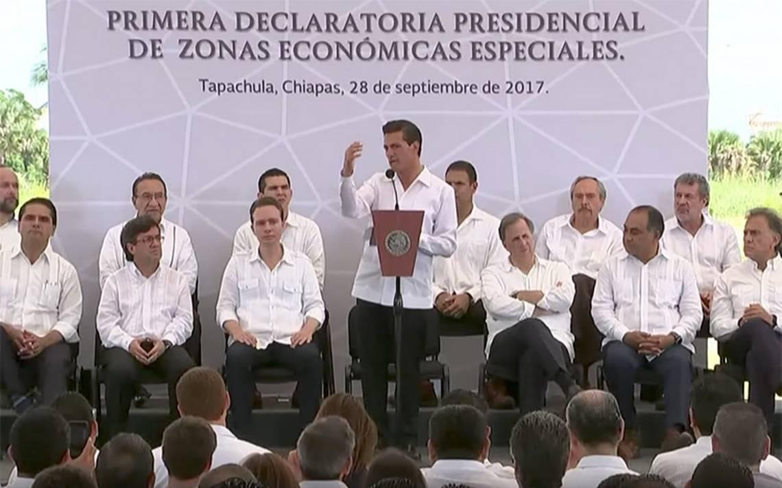 Con un minuto de silencio, Peña Nieto honra a víctimas de sismos