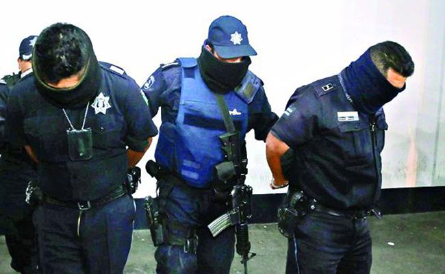 """Dan prisión preventiva a polis huachicoleros"""" de Puebla"""