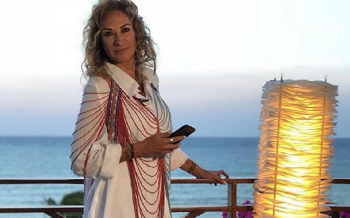 Adela Micha en bikini presume a ¿su nuevo amor?