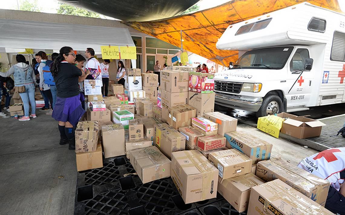 Decomisan 628 kilos de medicina caduca y alimento en mal estado de centros de acopio