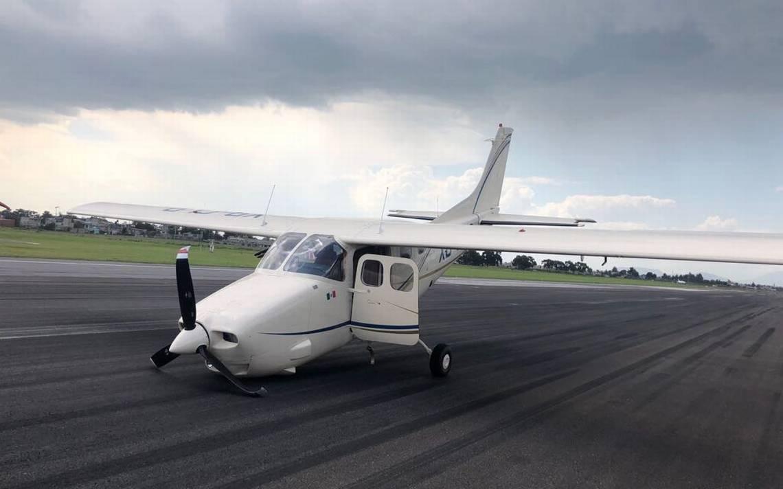 Aeronave realiza aterrizaje forzoso en el Aeropuerto de Toluca