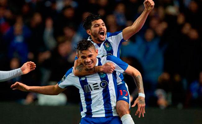 """""""Tecatito"""" Corona destaca en la victoria del Porto"""