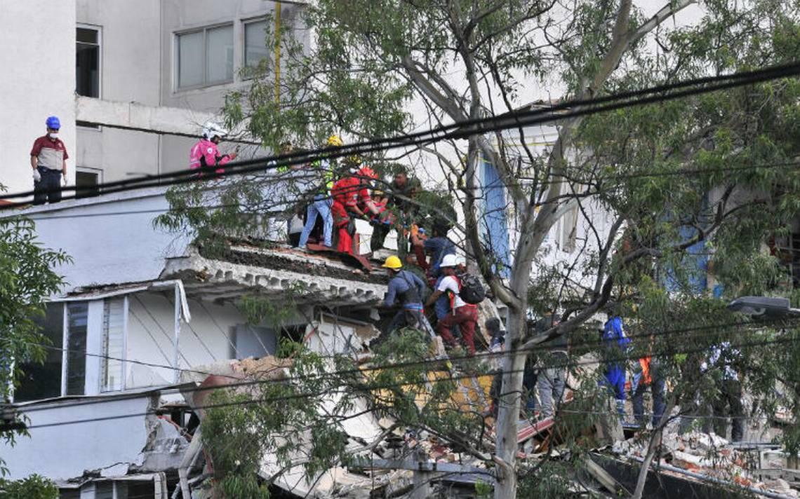 Gracias a WhatsApp, 13 personas podrán ser rescatadas en avenida Álvaro Obregón