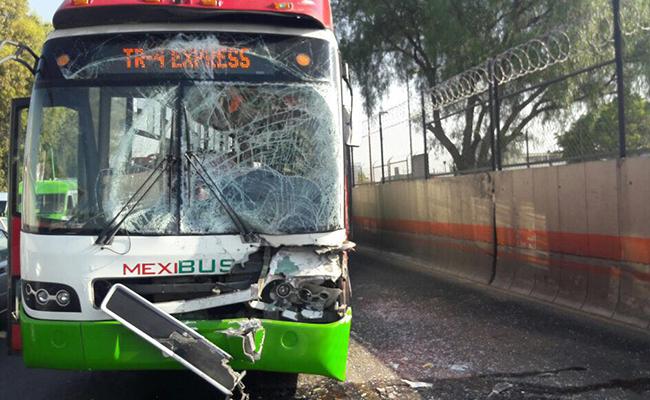 Choque de Mexibús deja 15 personas lesionadas