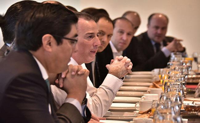 Reducción de producción del crudo beneficiará en corto plazo a México