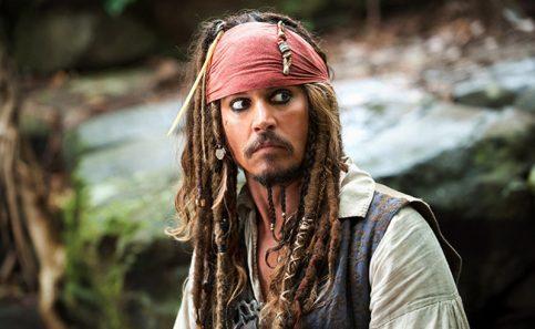 Johnny Depp aparece en Disneyland vestido como Jack Sparrow