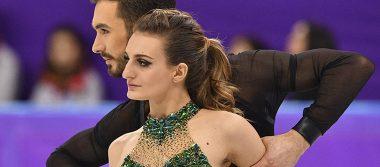 [Video] Patinadora olímpica se queda en topless tras romperse su vestido