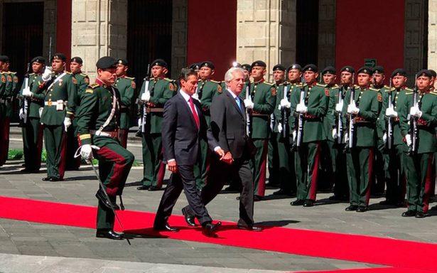 Presidente Peña Nieto recibe con ceremonia a su homólogo de Uruguay, Tabaré Vázquez