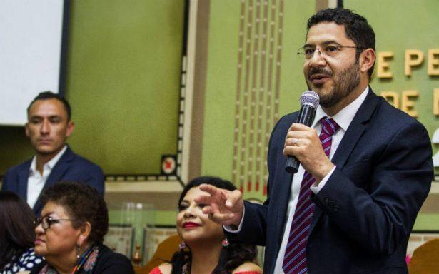 Batres pide a legisladores devolver bono