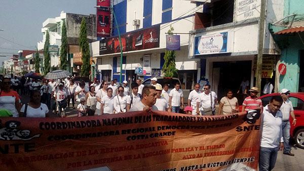 Marchan maestros, exigen justicia  para docente asesinado