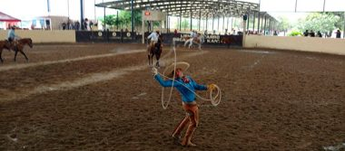 Joven rompe récord nacional en floreo de cuerda