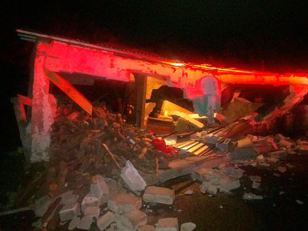 EN Unión Juárez varias casas y edificios resultaron con daños. FOTO: César Solís
