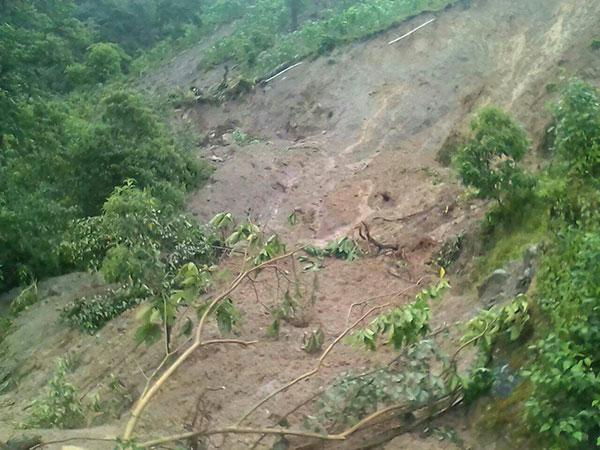 AUTORIDADES ya trabajan en apoyo a población de Pavencul tras deslave. FOTO: Cortesía Melesio Ángel Mejía