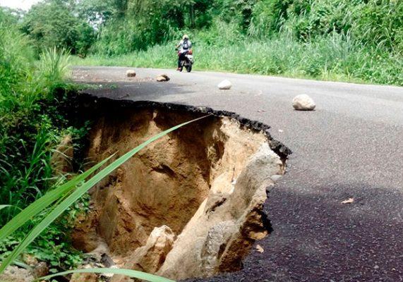 Carretera Tuzantán-desvío Rosita se derrumba