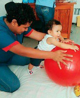 Estimulación temprana a bebés mejora su desarrollo