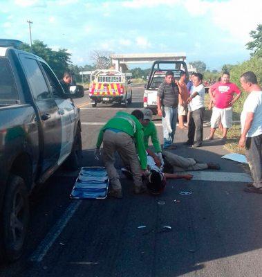 Vehículo desconocido arrolla transeúnte en Tuxtla Chico
