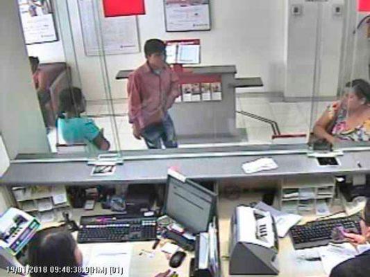 Sujetos armados asaltan con violencia banco en Huixtla