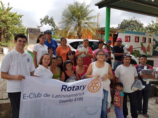 Rotarios llevan ayuda invernal a comunidades serranas del Tacaná