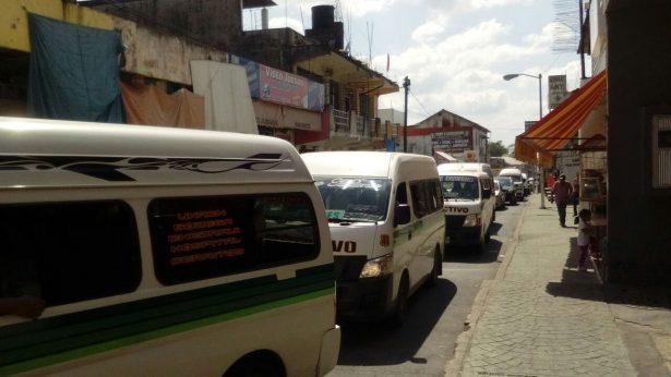 Gasolineros no dan litros completos: Transportistas