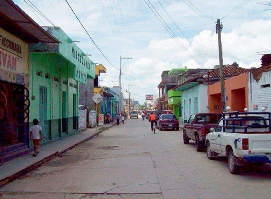 """Desconocidos """"levantan"""" a familia en Villa Comaltitlán"""