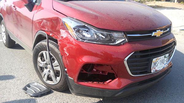 Automóvil hizo corte de circulación