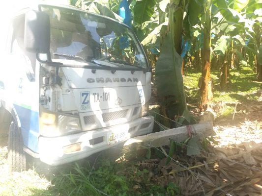 Vehículo de gasera provoca destrozos en Mazatán