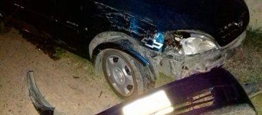 Camioneta chocó contra vehículo estacionado