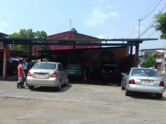 Propietarios de auto lavado a punto de cerrar por crisis económica