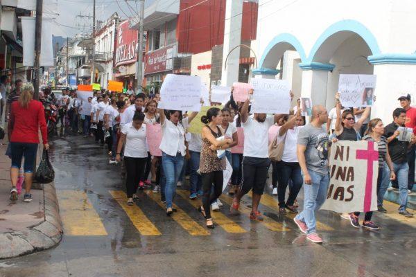 Marchan por feminicidio en Huixtla