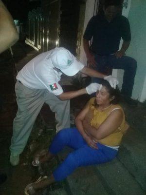 Mujer se descalabra al caer en Huixtla