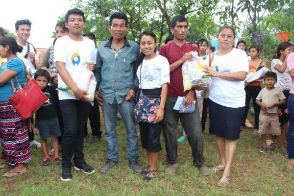Religiosos llevan víveres a migrantes del basurero en Tapachula