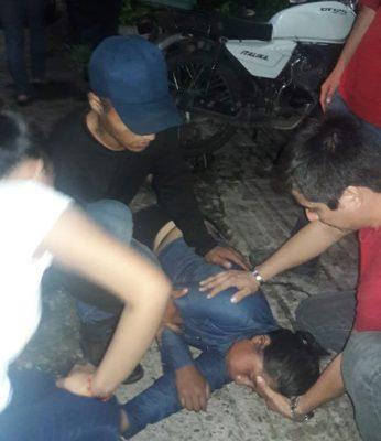 Joven quedó noqueada tras accidente en moto