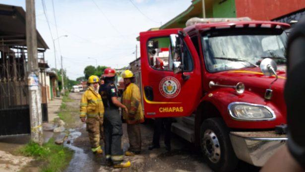 Sofocan Bomberos y PC incendio de una casa