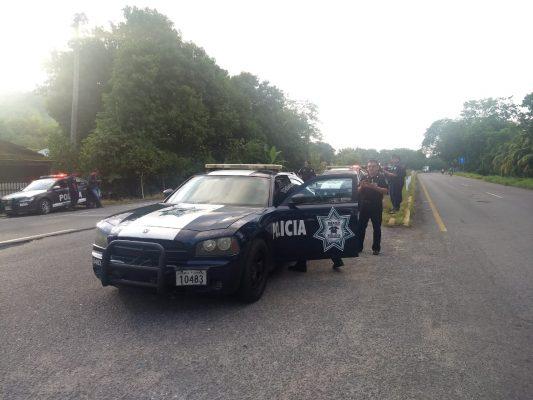 Fuerzas policíacas resguardan carretera costera