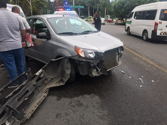 """Conductora por dar vuelta en """"U"""" provocó choque"""