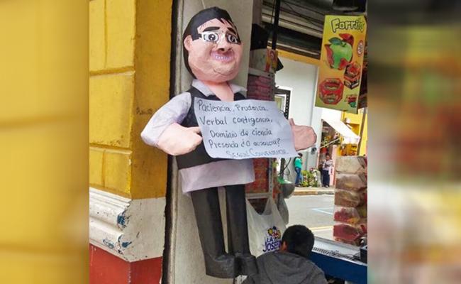¡Nueva sensación fiestera! Convierten a Javier Duarte en piñata