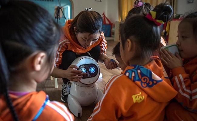 Robots, las nuevas nanas de los niños en China