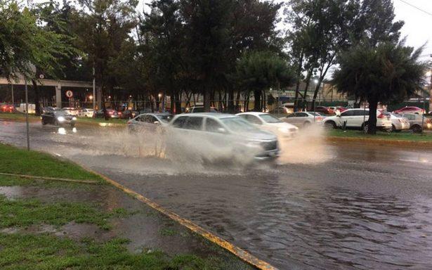 """Por Tromba """"llueven"""" más de mil llamadas de emergencia a la CDMX"""